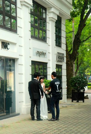 Sofitel Legend Metropole Hanoi : lots of brides getting photos taken outside hotel