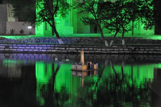 Lyab-i-Hauz: those ducks are really tireless -- even at night :)