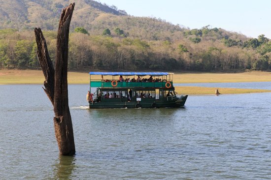 Periyar Lake: Boat on Lake Periyar
