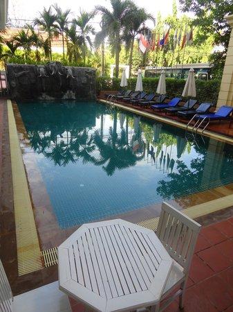 Royal Crown Hotel: la piscine des éléphants