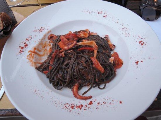 Ristoteca Oniga: squid ink pasta with calamari