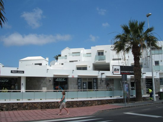 Hotel Lanzarote Village : view from front towards hotel