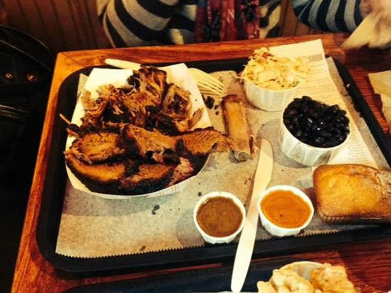 B.T.'s Smokehouse: Brisket/pulled pork/BBQ Beans/Slaw