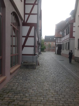 Michel Hotel Heppenheim : side street off breakfast room