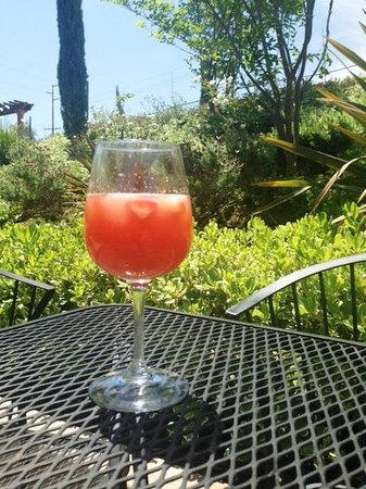 Danza del Sol Winery: Sangria on the patio