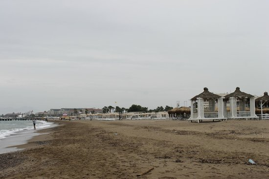 Papillon Belvil Hotel: view further down the beach