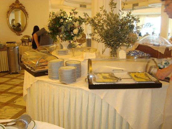 Grand Hotel Capodimonte: Una de las mesas del desayuno