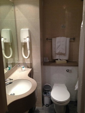 Holiday Inn Bolton Centre: Bathroom