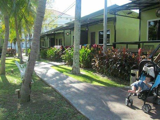 Casa Fina Fine Homes: walkway and outside room views