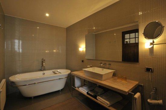 Casa Higueras : Baño Habitación Superior