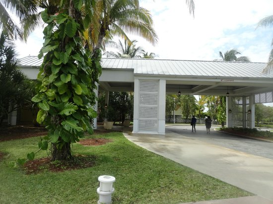 Grand Lucayan, Bahamas: Entrance to Lighthouse Point