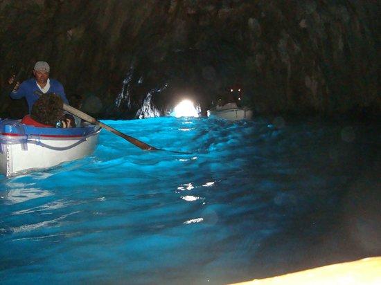 Blaue Grotte (Grotta Azzurra): la magia del color del mar