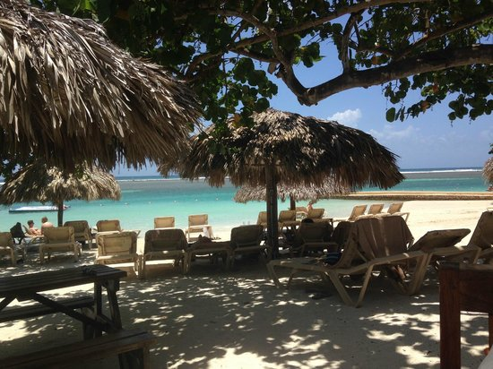 Sandals Royal Caribbean Resort and Private Island: Jamaican beef patties served here