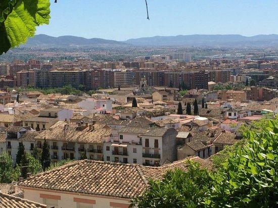 Carmen de la Alcubilla del Caracol: Granada from the front door