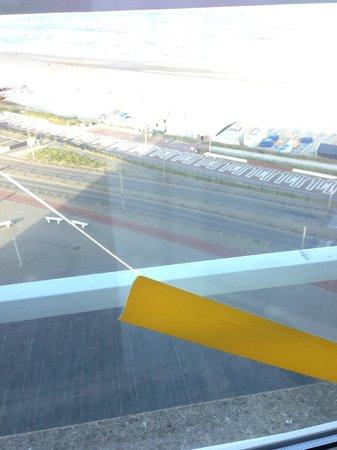 Strandhotel Zandvoort: Kapot raam