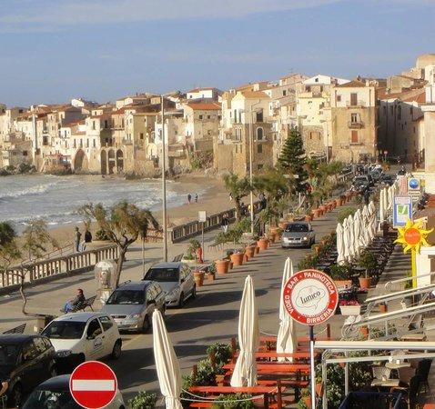 Hotel Riva del Sole : La vieille ville moyennageuse à 300 mètres