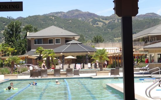 Calistoga Spa Hot Springs: Poolside