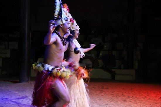 Tiki Village Cultural Centre : Wedding danse show - Danse des mariées spectacle