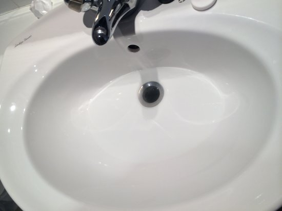 Royal Court Hotel - Coventry : Water but no plug