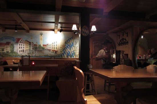 Andreas Keller Restaurant: Live accordian music