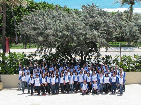 Delray Beach Marriott : Team Picture in Front Courtyard