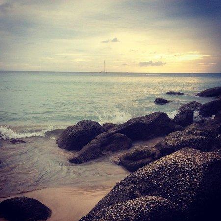 Natalie Resort: Закат на пляже Kata Noi