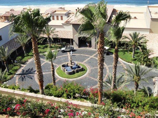 Pueblo Bonito Sunset Beach: Hotel courtyard