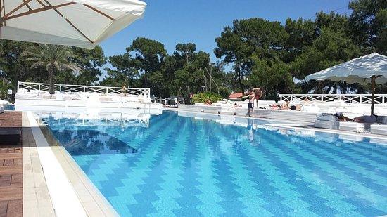 Rixos Sungate: a clean pool