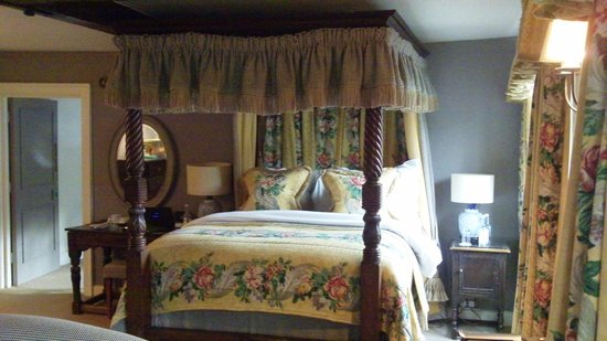 Bay Tree Hotel: four poster bed