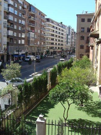 Hotel Dauro Granada: La strada davanti all'hotel