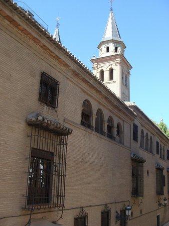 Hotel Dauro Granada : La chiesa in fianco all'hotel, da visitare!