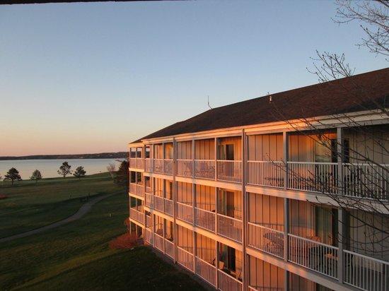 Samoset Resort On The Ocean: Sunrise on resort from our balcony