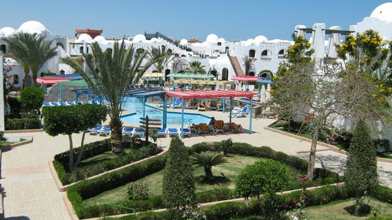 Arabella Azur Resort: Вид из номера на малый бассейн.
