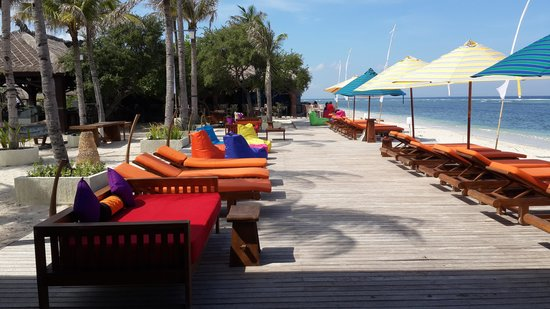 Aston Sunset Beach Resort: Loungers
