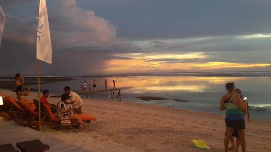 Aston Sunset Beach Resort: Beach
