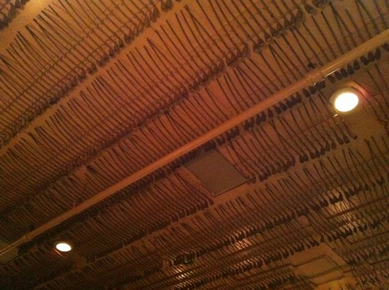Keens Steakhouse: Antique pipes decorate the ceiling.