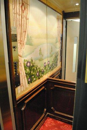 Hotel d'Angleterre, Saint Germain des Pres: Cutest elevator ever