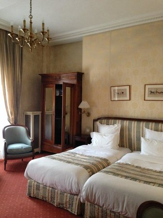 Hotel d'Angleterre, Saint Germain des Pres : Our room- huge with tall ceilings