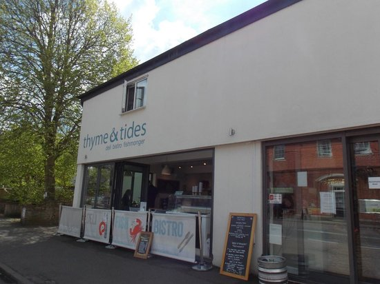 Front of Thyme and Tides Deli : 14 May 2014