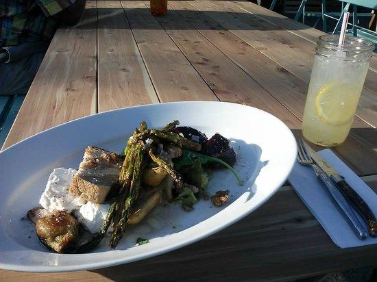 Locally Grown Gardens: Delicious salad & lemonade