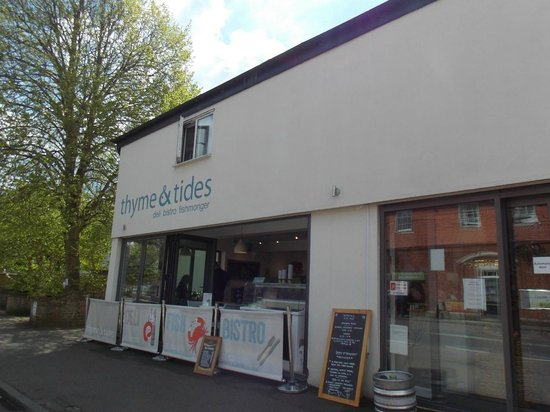 Front of the Thyme and Tides Deli : 14 May 2014
