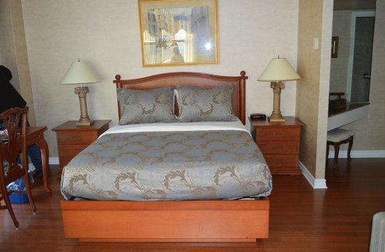 Hotel Palace Royal: Bed