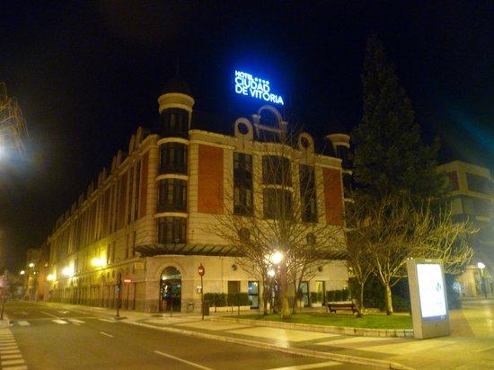 Silken Hotel Ciudad de Vitoria : Desde fuera