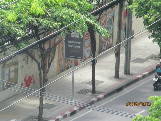Oriental Residence Bangkok: Walkway Right Next to US Embassy Seen From Room