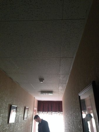 Castle Hotel: No lights in the hallway, worse at night!