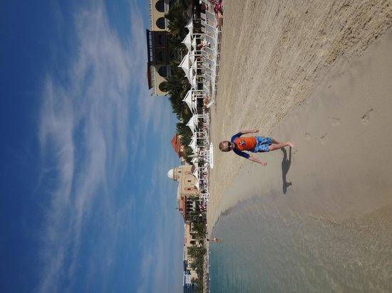 Shangri-La Hotel, Qaryat Al Beri, Abu Dhabi: small beach