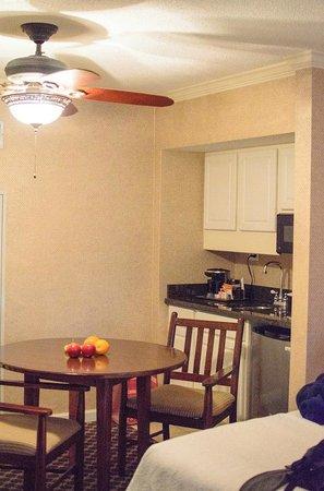 Omni Hilton Head Oceanfront Resort: Kitchen area