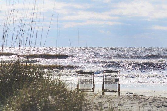 Omni Hilton Head Oceanfront Resort: Chairs on the beach