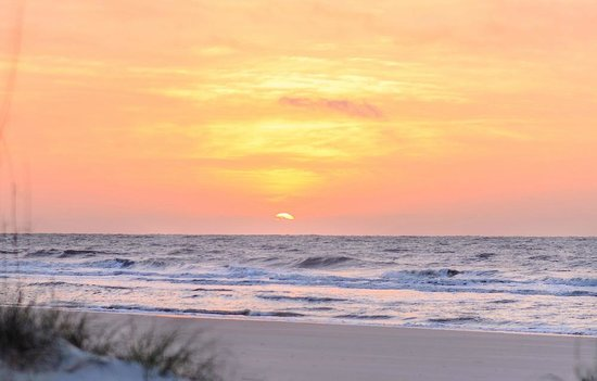 Omni Hilton Head Oceanfront Resort: Sunrise from the beach at the Omni