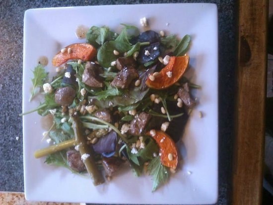 White House Cafe: Lamb Salad with toasted pine nuts, feta and pumpkin